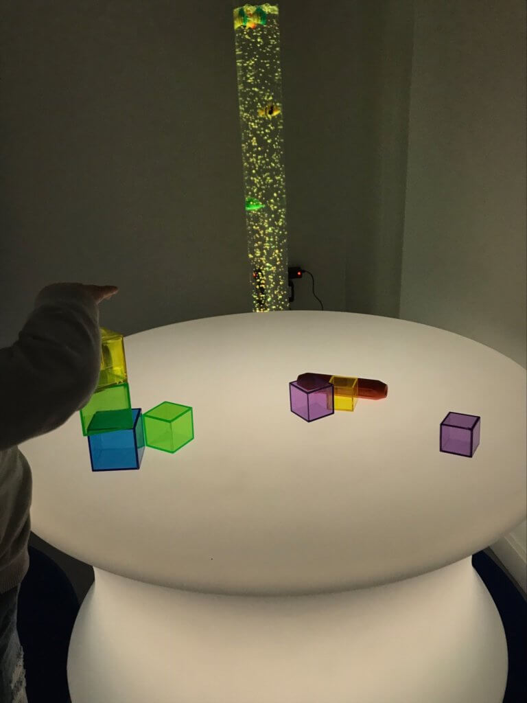 Bord med material sensoriskt rum